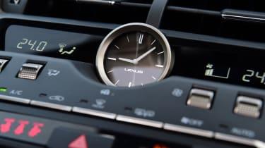 Lexus NX - clock