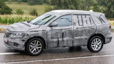 Renault SUV spy shots