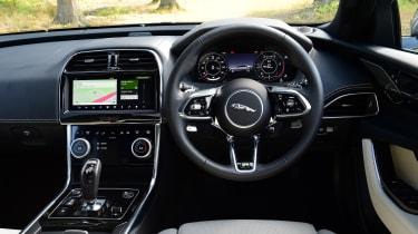 Jaguar XE -interior