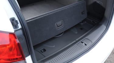 Chevrolet Cruze SW boot under floor storage