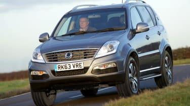 SsangYong Rexton W front action