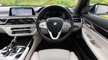 BMW 745Le xDrive - dash