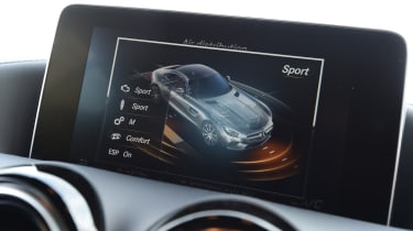 Mercedes AMG GT R - infotainment