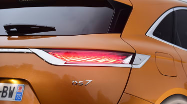 DS 7 Crossback - DS 7 badge
