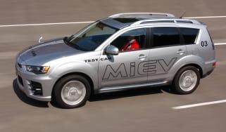 Mitsubishi Outlander PHEV front tracking