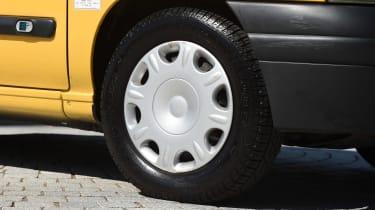Renault Clio Mk1 - wheel