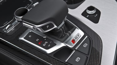 Audi SQ7 blue - gearlever