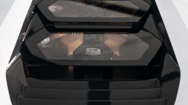 Lamborghini Countach LPI 800-4 studio engine
