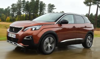 Peugeot 3008 brown - front tracking