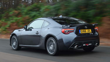 Toyota GT 86 2017 facelift - rear tracking
