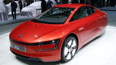 Volkswagen XL1 front tracking