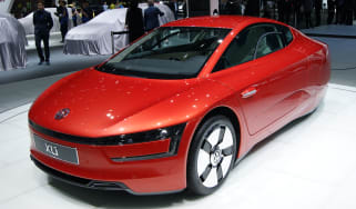 Volkswagen XL1 front tracking