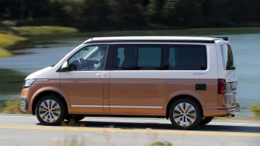 Volkswagen California T6.1 - side action