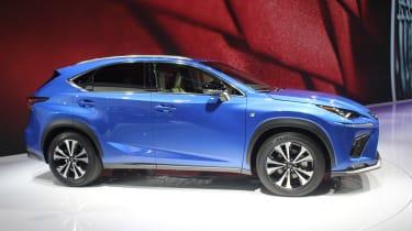 Lexus NX - side