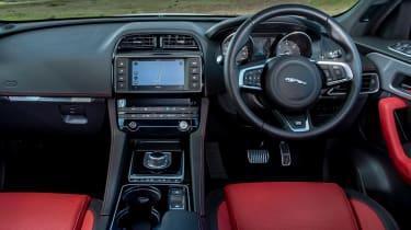 Jaguar F-Pace 3.0d V6 S - dash