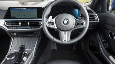 BMW 320d xDrive Touring - dash