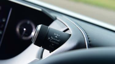 Lexus ES - button