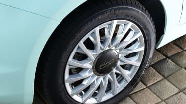 Fiat 500C 2015 wheel