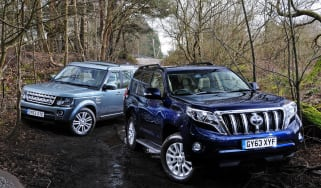 Land Rover Discovery vs Toyota Land Cruiser