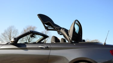 BMW 220d Convertible roof