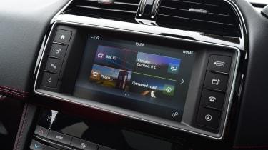 Jaguar F-Pace 2.0d R-Sport - screen
