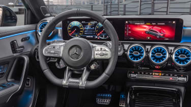Mercedes-AMG A 35 Saloon - dash