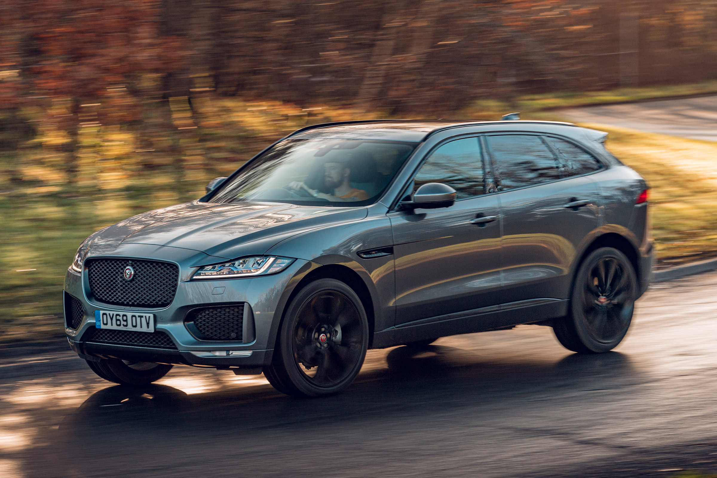 New Jaguar F Pace Chequered Flag 2019 Review Auto Express