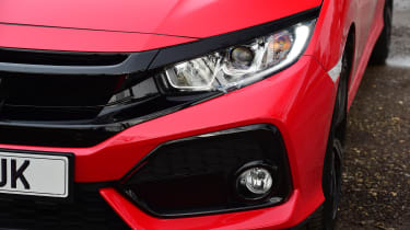 Honda Civic vs Volkswagen Golf vs Renault Megane - civic headlight
