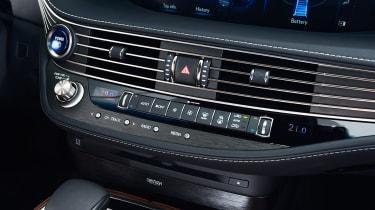 Lexus LS 500h - centre console