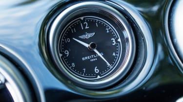 Bentley Flying Spur V8 S - clock