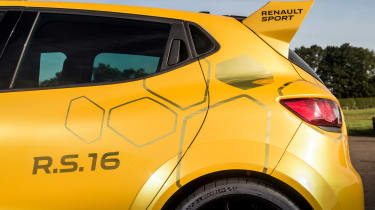 Renault Clio RenaultSport R.S.16 2016 - rear flank