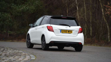Toyota Yaris Design Bi-Tone 2016 - rear cornering
