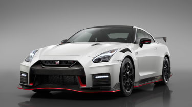 Nissan GT-R NISMO - studio front