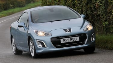 The 308CC combines the space and practicality of hatchback with the open air thrills of a convertible.