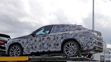 2018 BMW X4 spy shot ]