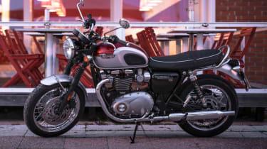 Triumph Bonneville T120 review - parked lighting