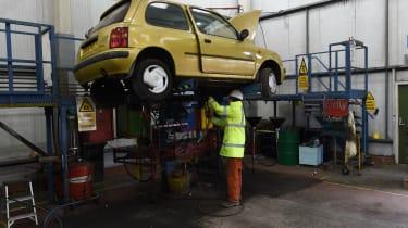 Car recycling - Step 1: de-pollute