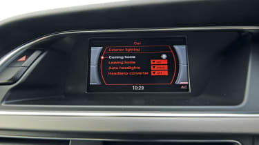 Audi A4 2.0 TDI S line screen