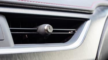 Lexus UX - vent