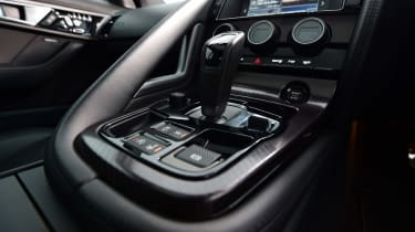 Jaguar F-Type R - infotainment