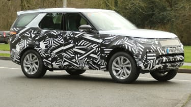2020 Land Rover Discovery - spied - front 3/4 tracking