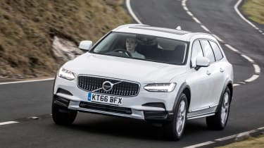 Volvo V90 Cross Country 2017 UK - front tracking 2
