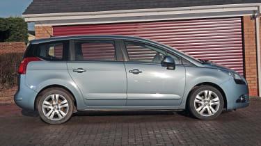 Used Peugeot 5008 - side