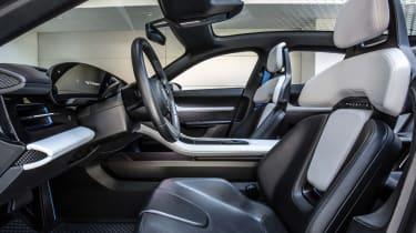 Porsche Mission E Cross Turimso - front seats