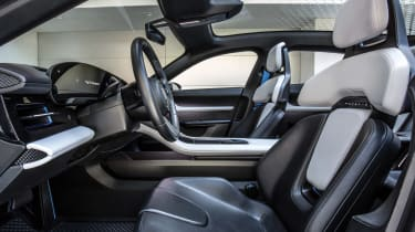 Porsche Mission E Cross Turimso - front seats