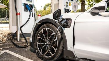 Porsche Taycan 4S Cross Turismo - charging
