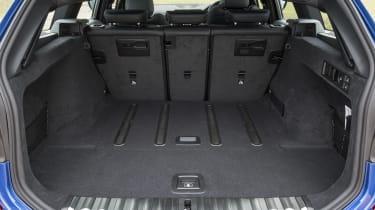 BMW 320d xDrive Touring - boot