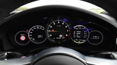 Porsche Cayenne -Instruments