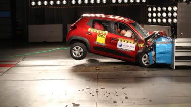 Renault KWID III crash test