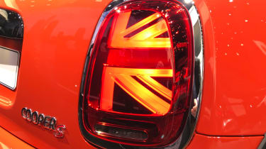 MINI hatch facelifted - show tail light